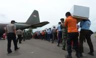 Los organismos de rescate han recuperado 30 cadáveres de las persona que viajaban en el avión de AirAsia. FOTO AFP