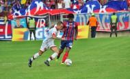 Intenso fue el juego en Santa Marta. Al final, el equipo visitante se quedó con la victoria en los primeros 90 minutos. FOTO Colprensa