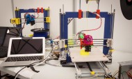 Los precios de las impresoras 3D varían según su uso profesional o de escritorio. Las primeras cuestan entre cinco y 20 millones de pesos; las de escritorio menos de cinco millones. FOTO cortesía