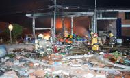 Por lo menos tres personas muertas dejó el incendio que se desató luego de una explosión en una fábrica de Cali. FOTO COLPRENSA