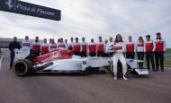 Esta fotografía fue tomada por el equipo Sauber antes de las pruebas del domingo en Fiorano. Tatiana y su equipo de trabajo. FOTO CORTESÍA OFICINA DE PRENSA TATIANA CALDERÓN