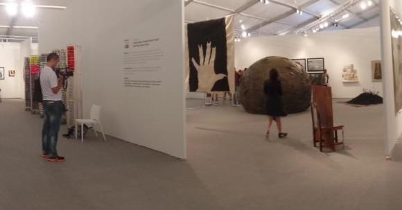 En esta imagen panorámica de la feria X-Contemporary, se ve al centro la exhibición Colombia N.O.W. FOTOS Carol Jaramillo hurtado