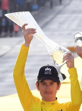 Geraint Thomas con el trofeo. FOTO EFE