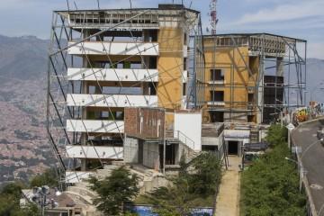Alcaldia Demando A Constructores De La Biblioteca Espana
