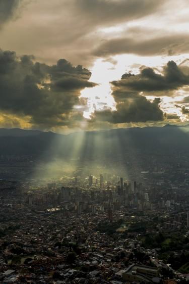 Atardecer en Medellín desde el occidente de la ciudad. Foto: Carlos Velásquez.