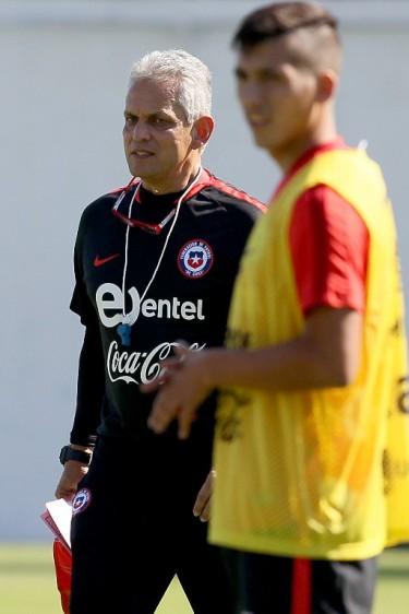 El técnico colombiano avanza en el primer microciclo de trabajo con la Selección de Chile, en el Complejo Deportivo Quilín. FOTO TOMADA DE TWITTER SELECCIÓN CHILENA