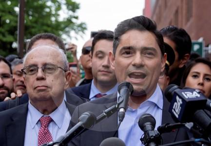 Oposición de Venezuela se reúne con el jefe del Comando Sur de Estados Unidos para buscar salida de la crisis
