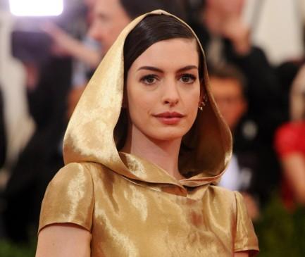 Anne Hathaway también en el homenaje a China en 2015. FOTO AP
