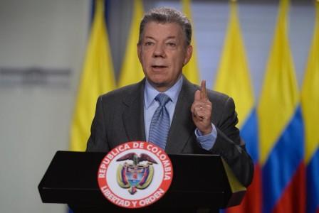 Santos insiste en mejorar la democracia venezolana