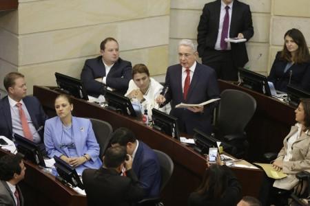 Álvaro Uribe defendió al ministro Carrasquilla