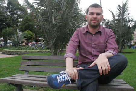 Andrés Burgos y su novela sobre oficinistas