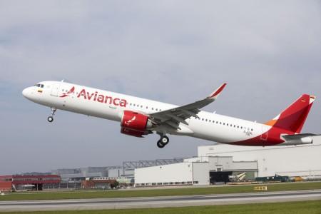 Mujer africana dio a luz en pleno vuelo que cubría la ruta La Habana - Bogotá
