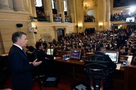 Santos dio bienvenida a la Farc en su último discurso ante el Congreso