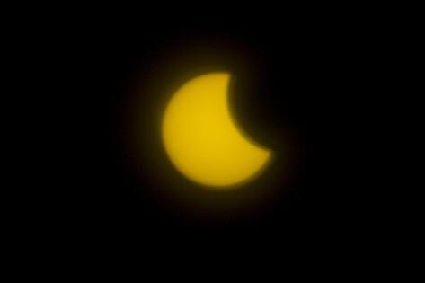 En fotos: Medellín alzó sus ojos al cielo para ver el eclipse