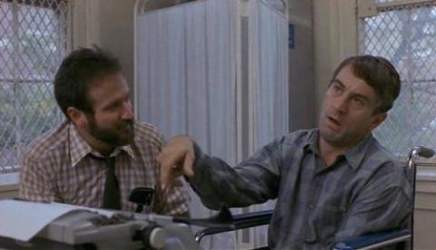 <i>Despertares</i> (1990). En esta película interpretó a un psicólogo que trabaja con pacientes de encefalitis letárgica. No se distancia de ellos, sino que se hace uno más y encontró la droga y les cambió la vida. Está basada en una historia real. Foto: Cortesía Robinwilliamscomm.weebly.com