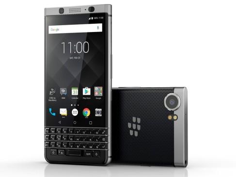 """¿Blackberry? Sí, aún existe y sigue lanzando nuevos equipos, de hecho, si los revisa, hasta lo sorprenderían. Uno de ellos es el KEYone, que se comercializa desde octubre en Colombia y combina un teclado inteligente con una pantalla táctil. Un diseño que lo hace distintivamente diferente, comparado con el resto de teléfonos inteligentes que hay en el mercado. Además, también acaban de lanzar el Blackberry Motion, este sí sin teclado y con sistema operativo Android. Justamente, para continuar ese proceso de renovación y pasar de """"dame tu pin"""", que suena al año 2010, a una en la que se pide"""