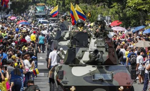 Día de la Independencia en Colombia: desfile militar en Medellín