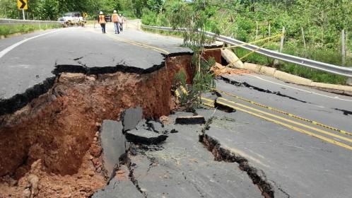 Vía entre Necoclí y San Juan de Urabá se hundió - El Colombiano