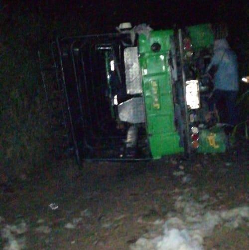 Grave accidente de un vehículo de servicio público en El Peñol - El Colombiano