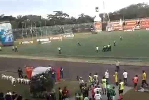 Hinchas del Quindío pararon el partido contra Llaneros al invadir la cancha