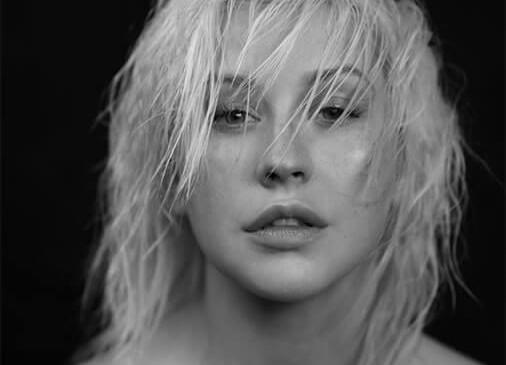 Christina Aguilera sorprende cantando en el metro