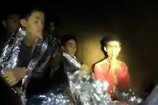 Captura de video de los niños atrapados en Tailandia.