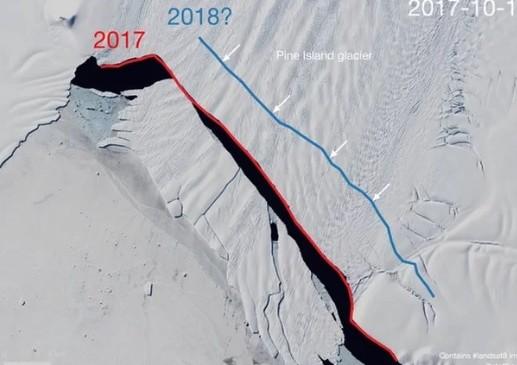 La línea azul muestra por dónde se partirá el iceberg en la Antártida. Fot Landsat/S. Lhermitte