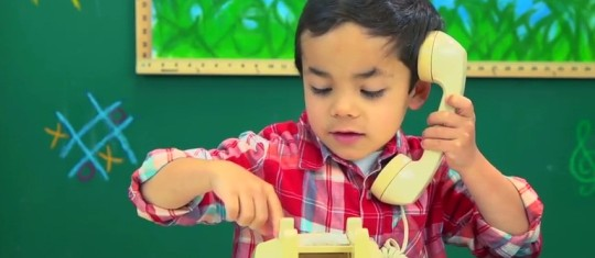 KIDS REACT TO ROTARY PHONES8,349,500 Reproducciones