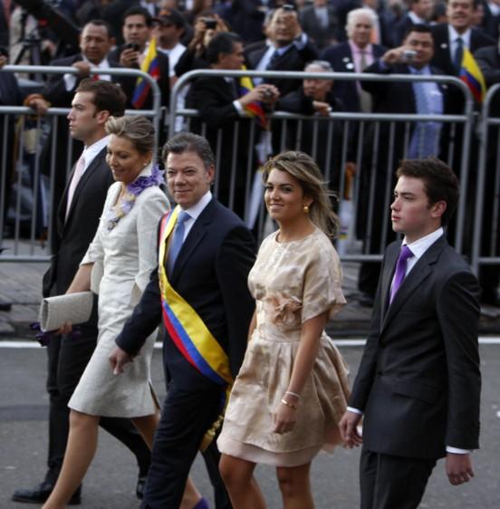Santos y su familia rumbo a la Casa de Nariño durante la primera posesión en agosto del 2010. FOTO COLPRENSA