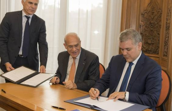 El presidente Iván Duque firmó el pasado 12 de noviembre memorandos de entendimiento con la organización para afrontar la corrupción y mejorar las políticas sociales en materia de salud y educación. Foto Presidencia de la República