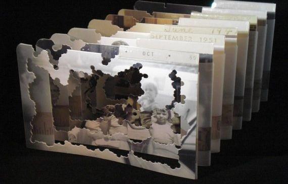 Vanishing Point, es un ejemplo de tunnel book, o libro túnel, generalmente compuesto de varias imágenes superpuestas. Cuando se mira da el efecto de una especie de paisaje en 3D. Foto: etsy.com