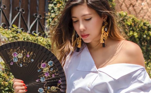 Ita María usando prendas de Johanna Ortiz, @johannaortizofficial . FOTO Juan Fernández