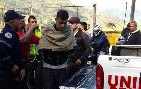 Algunas personas heridas ya han sido evaluadas por los organismos de rescate. FOTO TWITTER @juanda8a