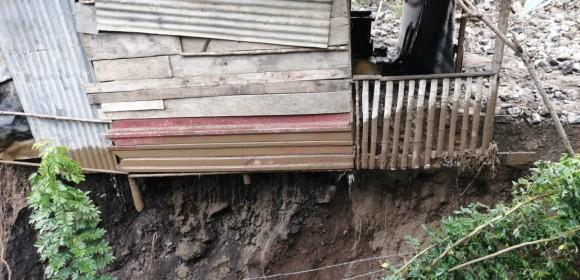Inundación de viviendas, daño en el acueducto municipal y riesgo para familias, dejó el desbordamiento de quebradas por el invierno en Uramita. FOTOS CORTESÍA