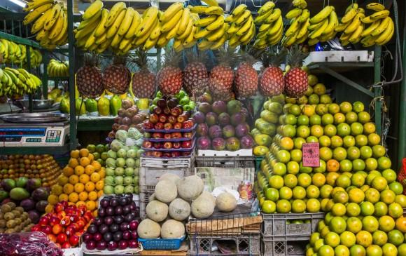 El tour de las frutas en la Plaza Minorista, plan para irse a probar los sabores de la región y sorprenderse con los colores. FOTOs esteban vanegas.