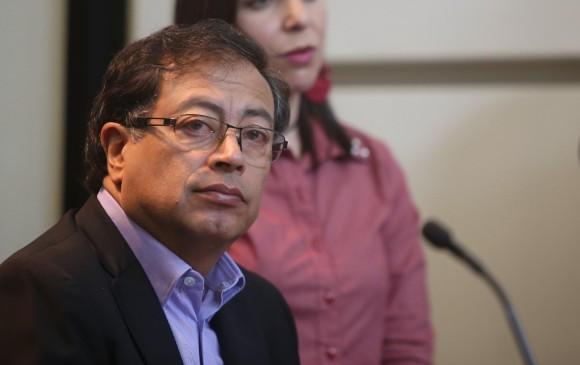 Juez decidió que Gustavo Petro efectivamente rectificó sus declaraciones contra Uribe. FOTO: Colprensa