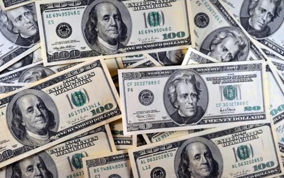 Peso toca su peor nivel en 16 meses; BMV cierra con ganancias