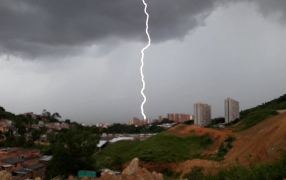 Se levanta pico y placa en Medellín tras fuerte aguacero