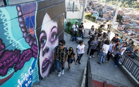 Una opción de turismo comunitario en Medellín la ofrece la Comuna 13 con su graffitour. FOTO: Jaime Pérez.