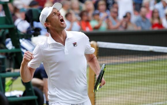 Roger Federer sigue firme en Wimbledon