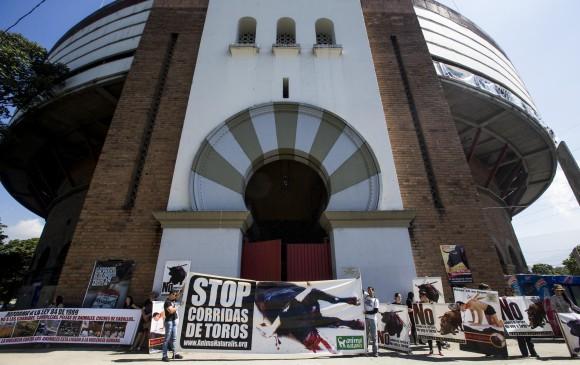 El alcalde de Medellín, en revés populista arremete contra la cultura taurina