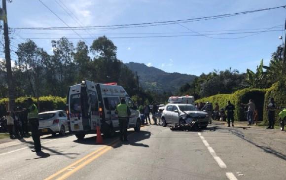 Autoridades atendieron el accidente vial. FOTO CORTESÍA @juanurrego97