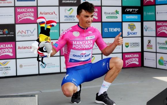 Julian Alaphilippe (Quick Step) celebra victoria de etapa y asume el liderato de la carrera Colombia Oro y Paz. FOTO EFE