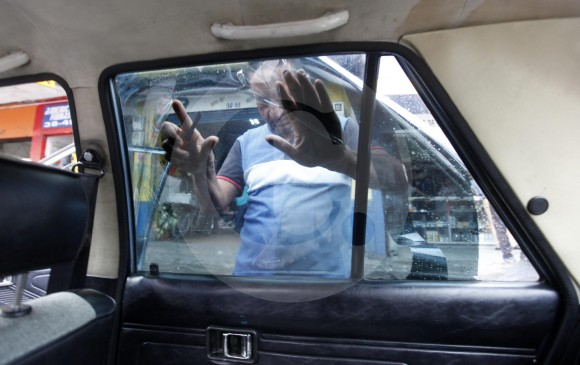 42e37269eb Aunque en los talleres les advierten a los conductores qué película  utilizar para oscurecer los carros