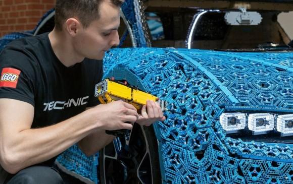 El Equipo de Lego en Kladno aseguró que no usaron pegamento en la construcción del carro. FOTO LEGO