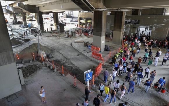 En los bajos de la estación San Antonio del Metro avanzan los trabajos del futuro Paseo Bolívar.