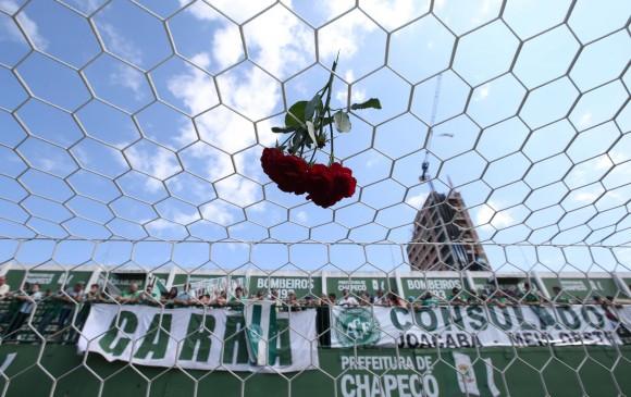 Los hinchas de Chapecoense han manifestado de distintas maneras su dolor por la tragedia de sus ídolos. Un sentimiento general en el mundo del fútbol. Nacional también está de luto