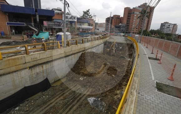 Con la construcción del paso a desnivel se pretende independizar los flujos en el punto de intersección de la transversal Inferior y la loma Los Parra. Obra avanza en 88 %. FOTO manuel saldarriaga