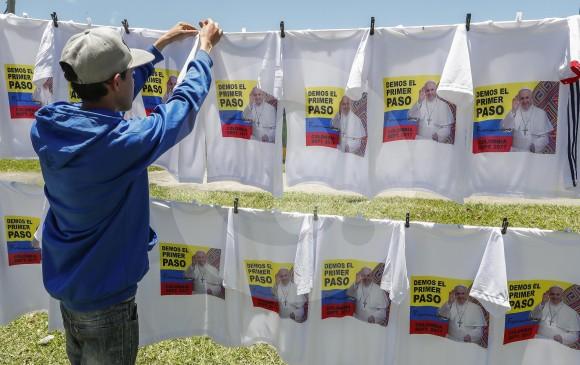 Presentan el avión que movilizará al Papa por Colombia