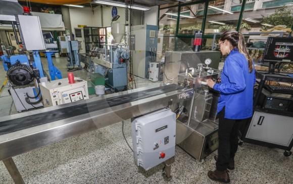 El Instituto de Capacitación e Investigación del Plástico y del Caucho, ubicado en Eafit, dice que algunos plásticos tienen un poder calorífico similar al de los aceites combustibles. FOTOS Robinson Sáenz